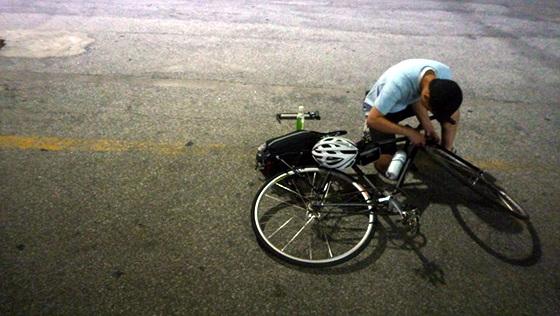 자전거 세팅하는 모습