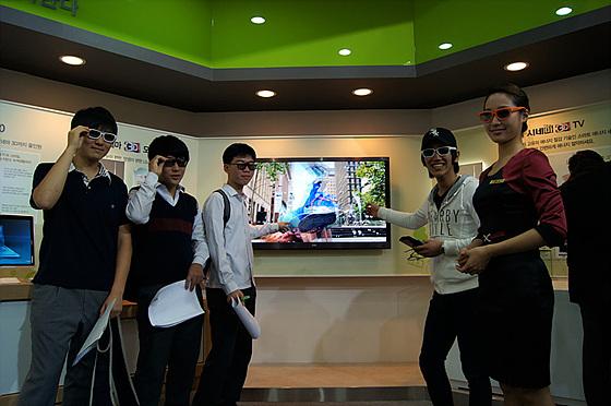 시네마 3D TV 관람 사진