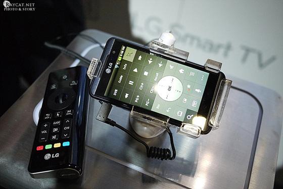 안드로이드 스마트폰과 구글TV 리모컨 사진